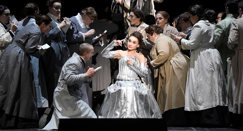 Les Contes d'Hoffmann an der Deutschen Oper Berlin